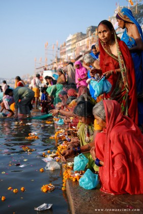 Varanasi_Ganges_River_india_by_phototheo