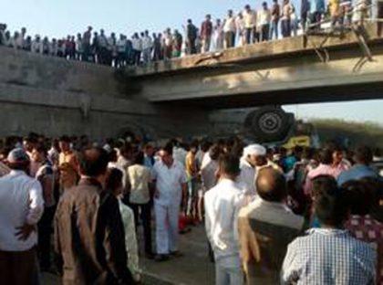 20 people killed in Gujarat road mishap; PM Modi extends condolences
