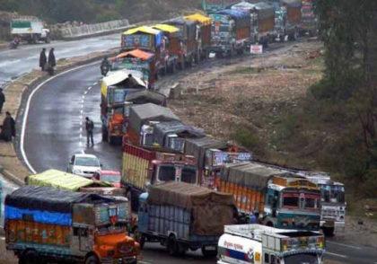 J&K: Authorities allow only one way traffic on Srinagar Jammu highway